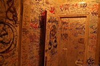 Graffiti Toilet 07