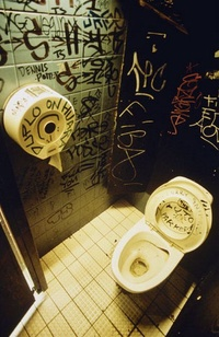 Graffiti Toilet 09