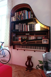 piano-books-shelf