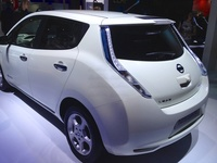 Nissan Leaf - long taillights