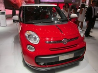 Fiat 500L - front angle