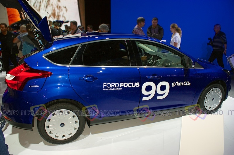 Ford Focus Eco Boost 2013 - side view