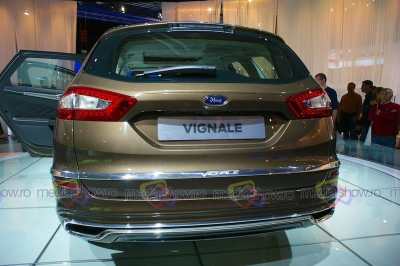 Ford Vignale Station Wagon - rear view