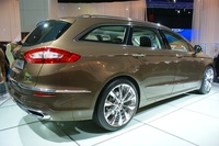 Ford Vignale Station Wagon - side view