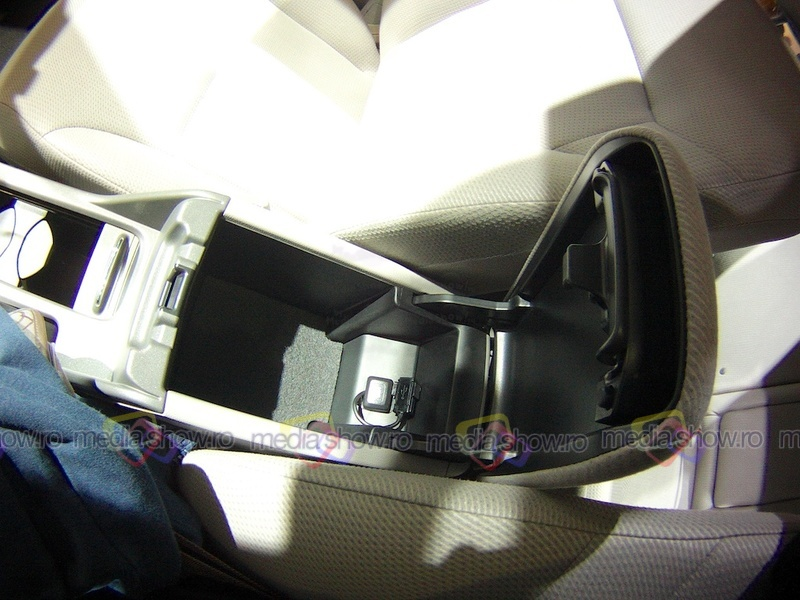Honda Civic Sedan 2014 - armrest compartment