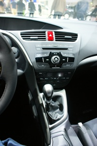 Honda Civic Tourer - central console and gear shift stick