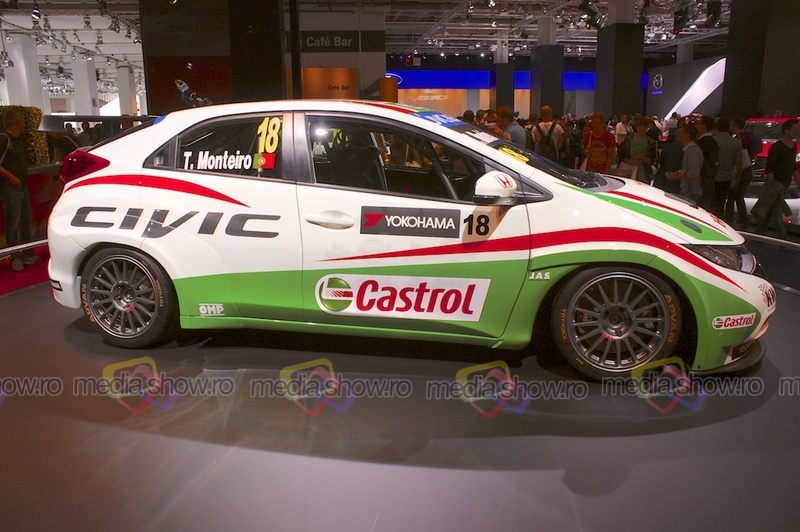 Honda Racing Team Jas Civic WTCC - side view