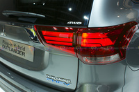 2016 Mitsubishi Outlander Plug-in Hybrid - Taillights