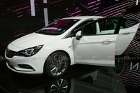 2016 Opel Astra - Side View