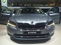 2016 Skoda Superb 4x4 - Frontal View