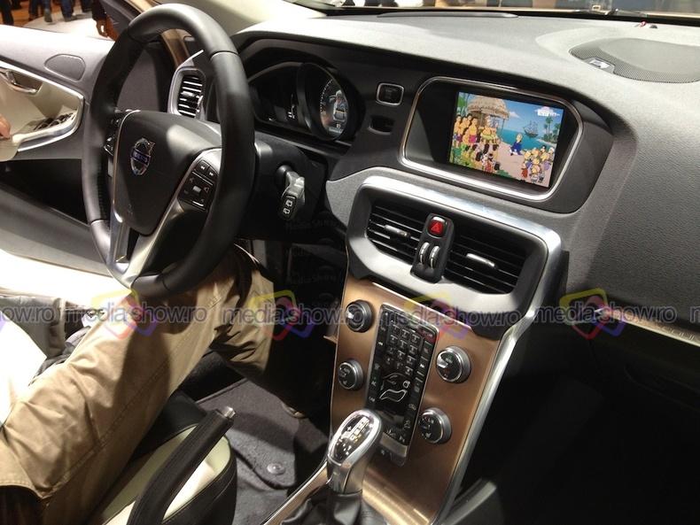 Volvo v40 cross country interior mediashow ro for Interior volvo v40